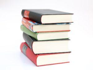 Když chce obdarovaný poukázkou dražší knihu, zbytek si doplatí sám.