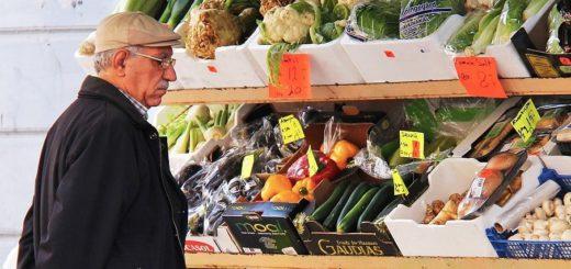 Asociace farmářských tržišť ČR varovala, že EET omezí nabídku na trzích.