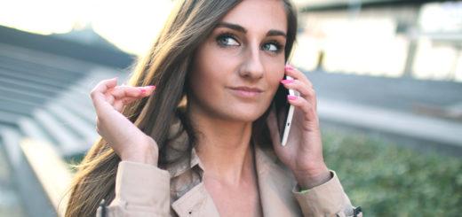 žena telefonuje