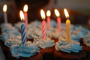 narozeninové cupcaky